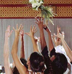 bouquet-tossing